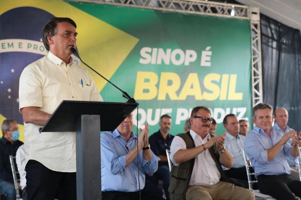 Em MT, Bolsonaro minimiza queimadas e cita que agronegócio alimenta 1 bi de pessoas no mundo
