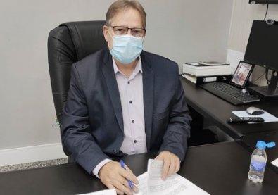 Internado em SP, secretário testa positivo para Covid-19